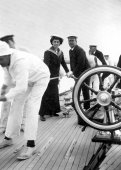 1424-Colonel Neill, Sir Thomas Lipton and the Queen of Spain aboard Shamrock. c1910.
